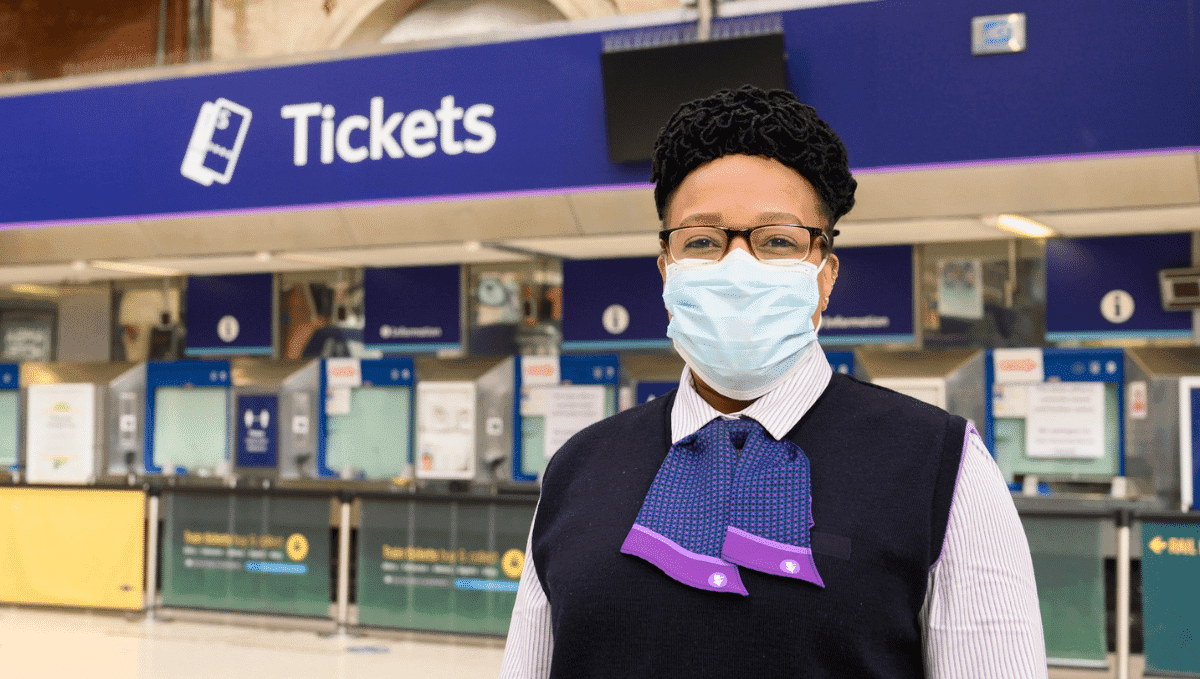 GTR Victoria station staff member wearing a mask.
