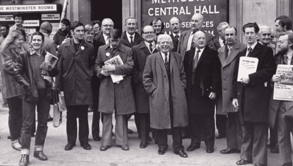 Black and white photo showing group who were part of 2000 rail workers lobbying parliament against Transport Bill in 1981