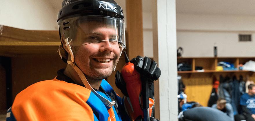 Radek organizuje pro kolegy různé teambuildingy. Třeba založil hokejový tým, se kterým Kentico soutěží ve firemní lize.