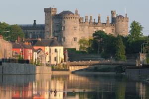 Wicklow Glendalough & Kilkenny Tour - Collins Day Tours