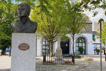 Image of a statue in Kildare Town in County Kildare