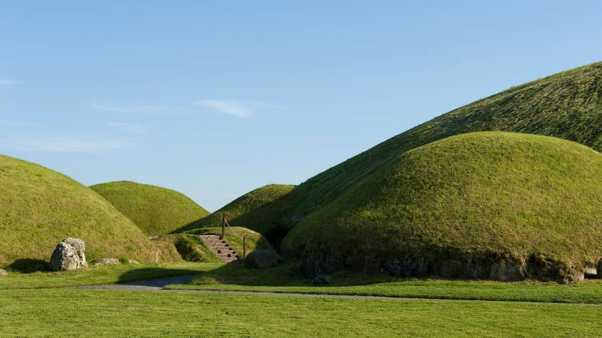 Visit magnificent Knowth in Brú na Bóinne.