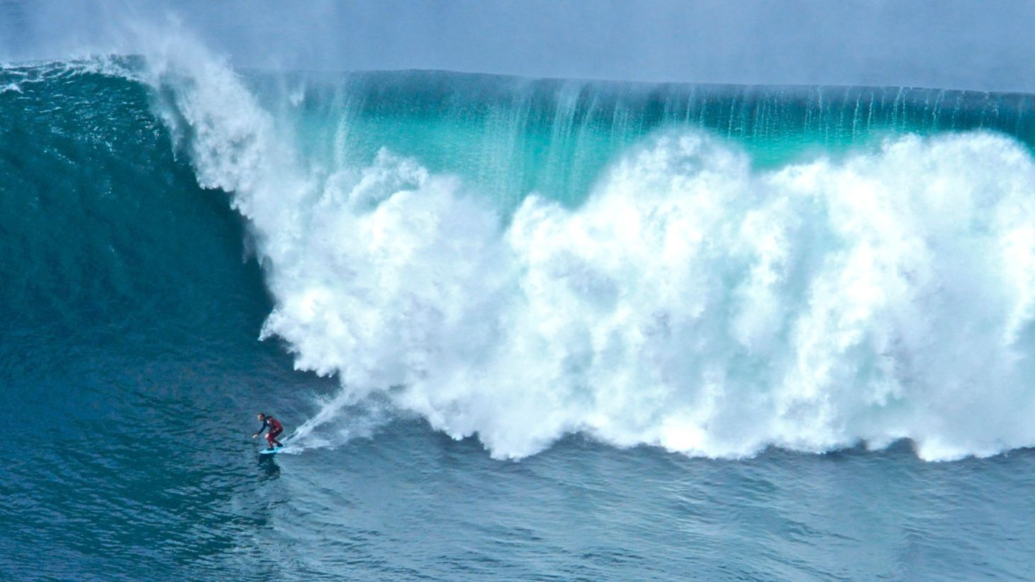 See big breaks crashing at Mullaghmore Head.