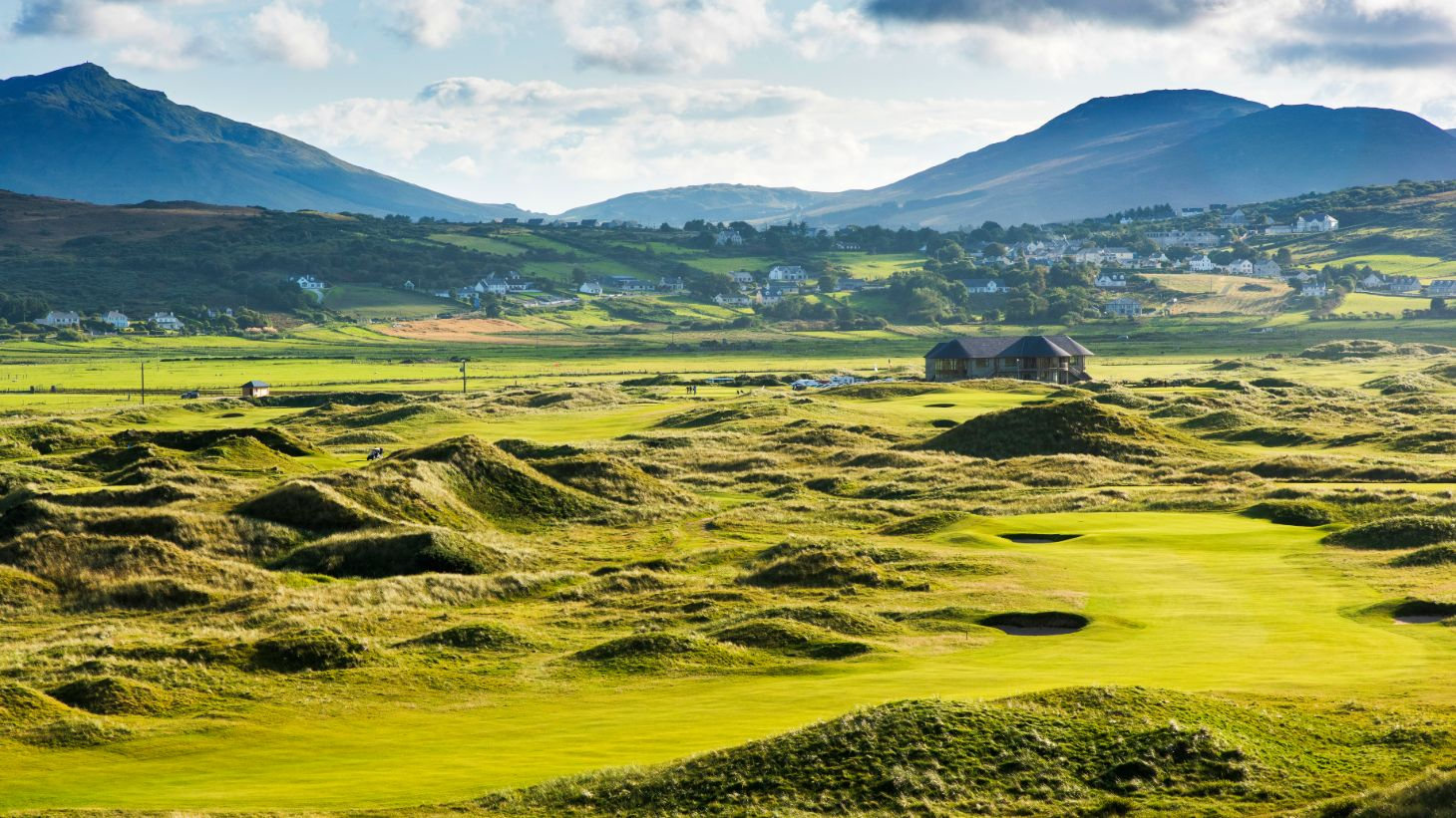 Chip in for birdie atBallyliffinGolf Club in County Donegal.