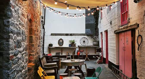 Outdoor area at Maddens Coffee