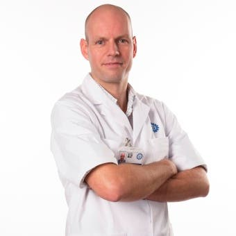 Dr.   Tijink
