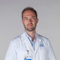 Dr.   Hjortnaes