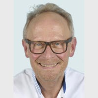 Dr.   de Ruiter