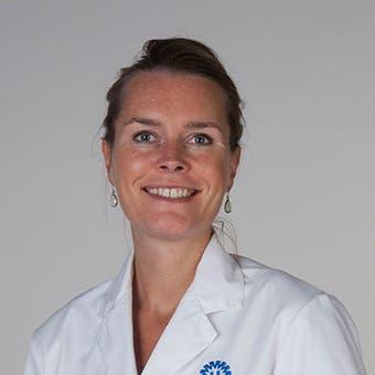 Dr.   Hirdes