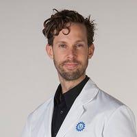 Dr.  de Bruijne