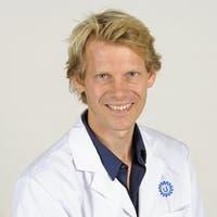 Dr.    Vastert