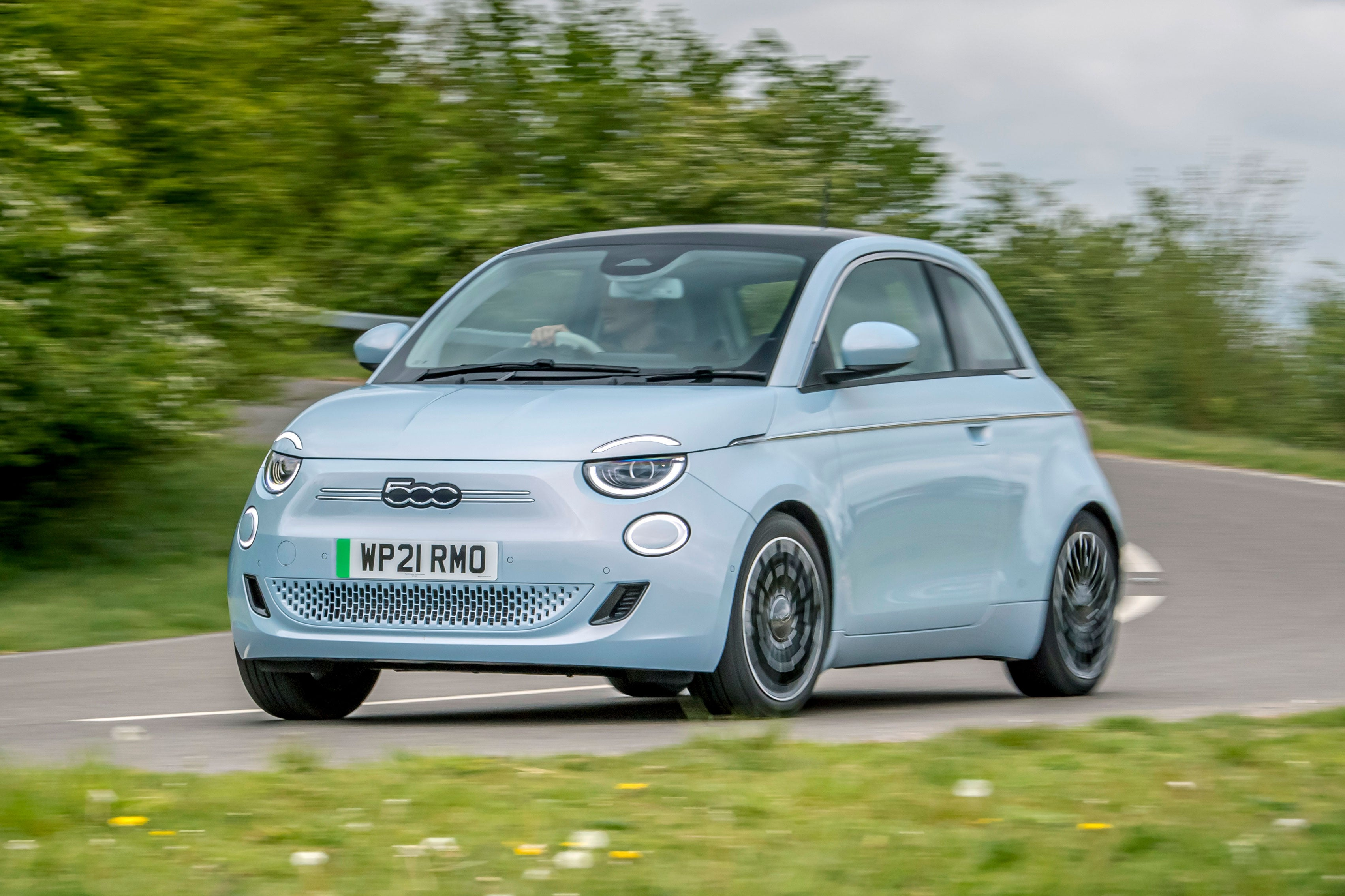 Fiat 500 Electric front dynamic