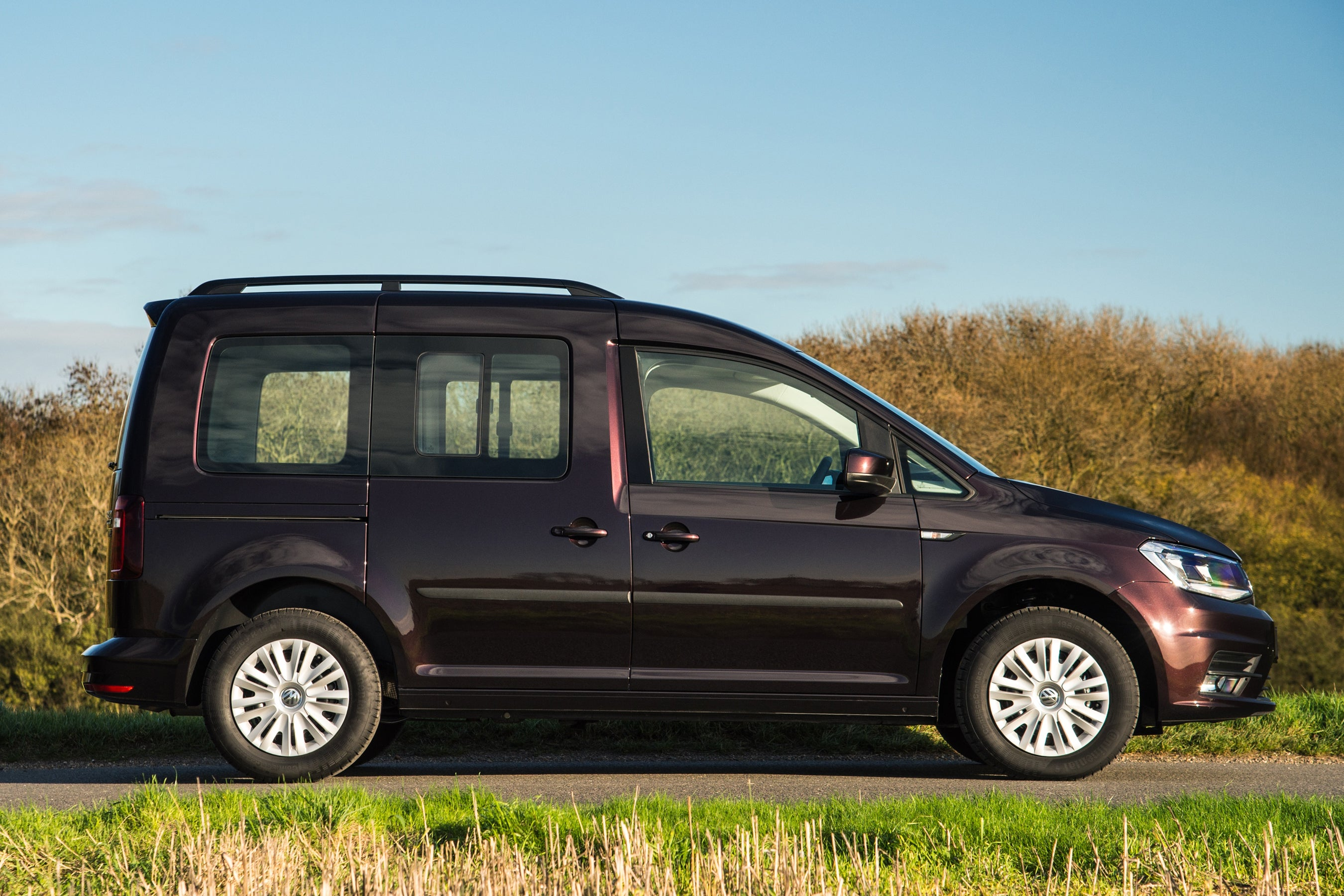 Volkswagen Caddy Life side profile