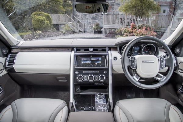 Land Rover Discovery  2017 front interior