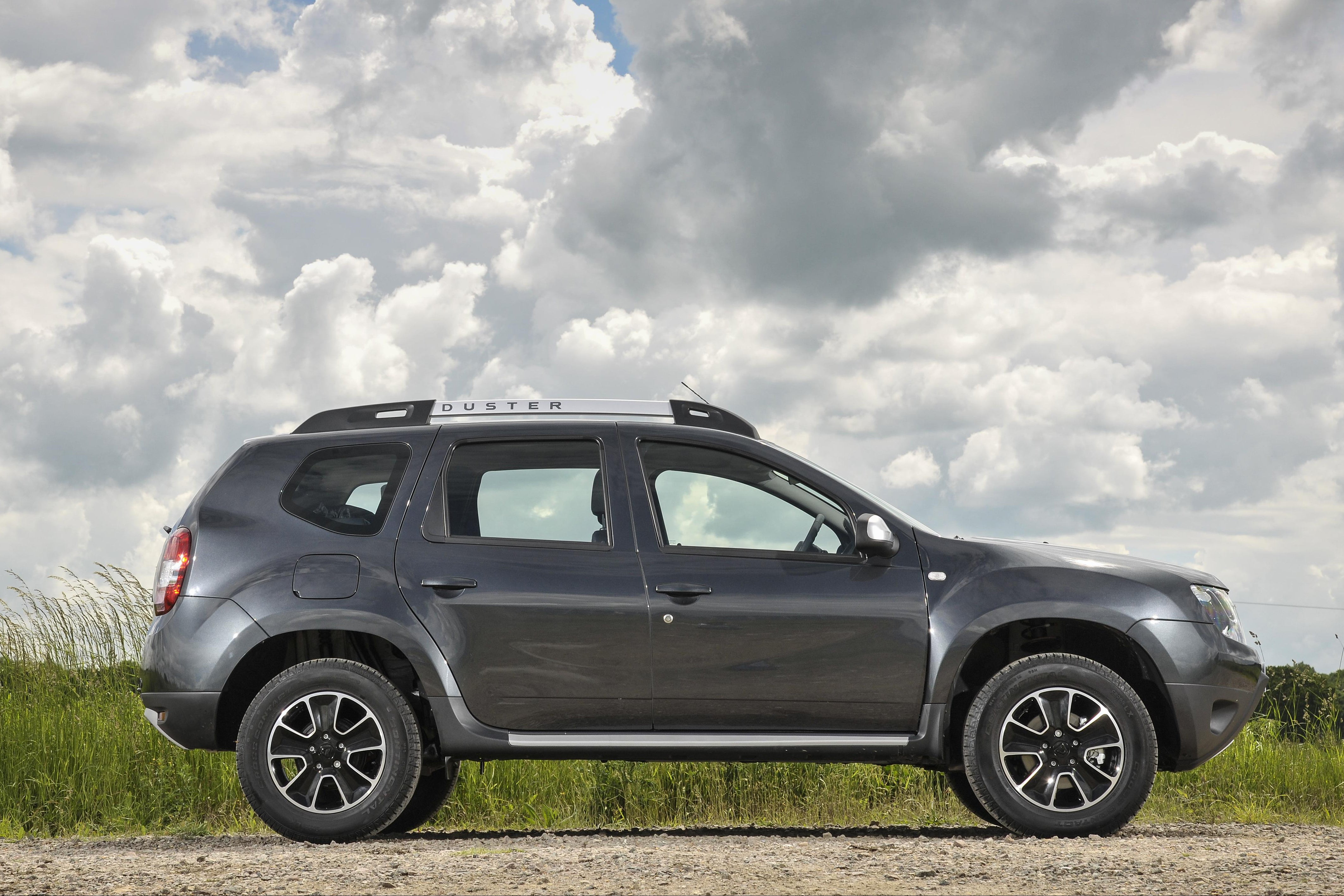 Dacia Duster Side