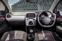 Peugeot 108 front interior