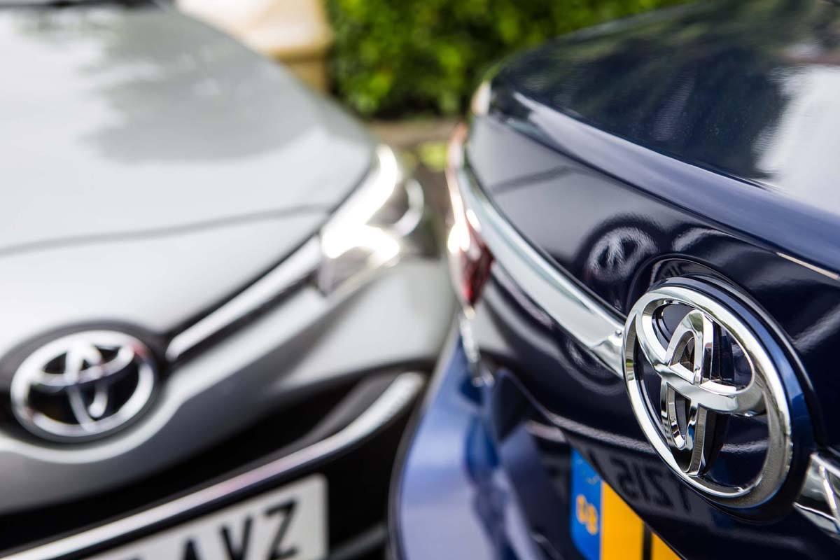 Toyota Avensis badges