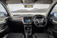MG ZS front interior