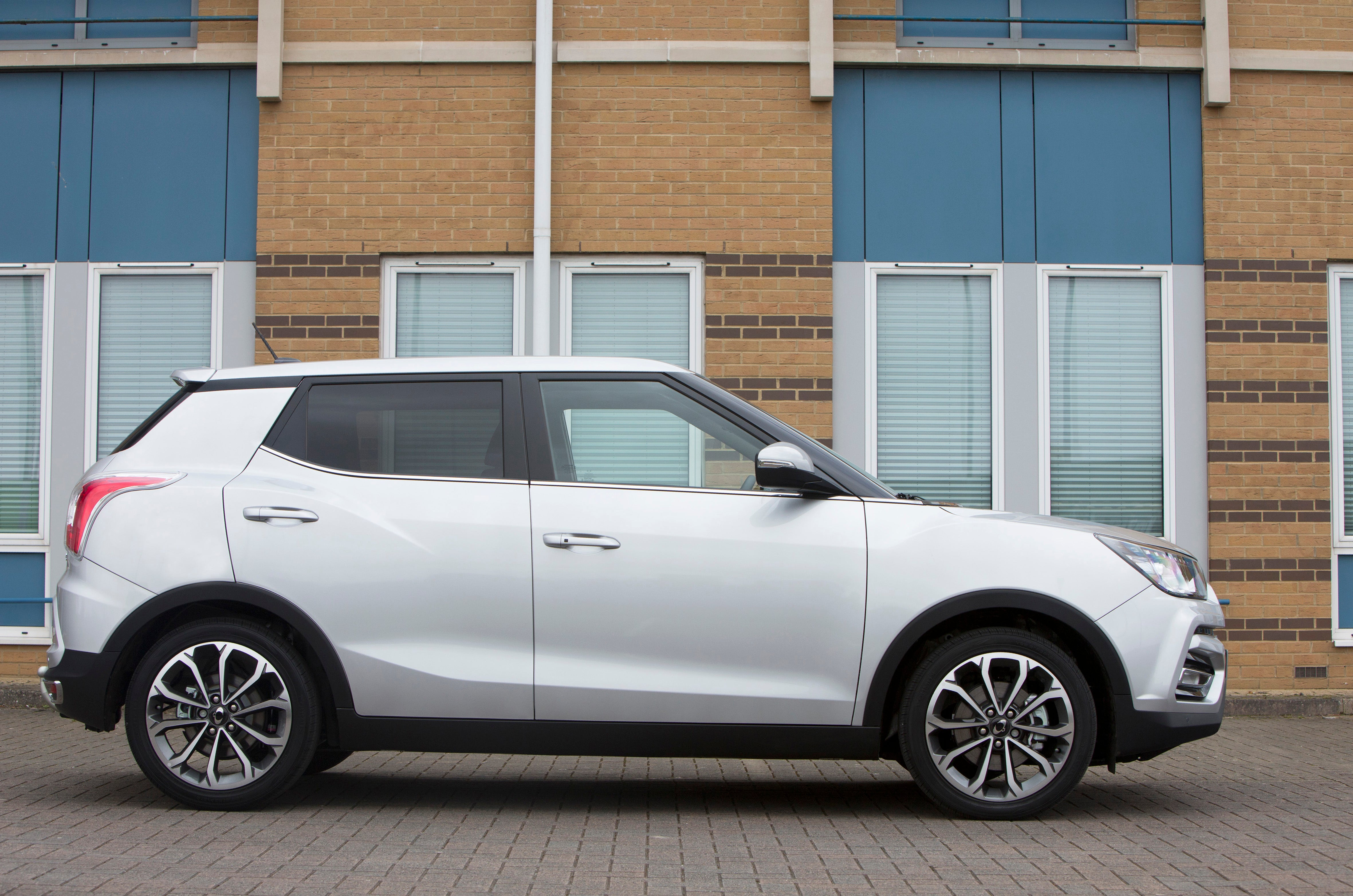 SsangYong Tivoli Right Side View