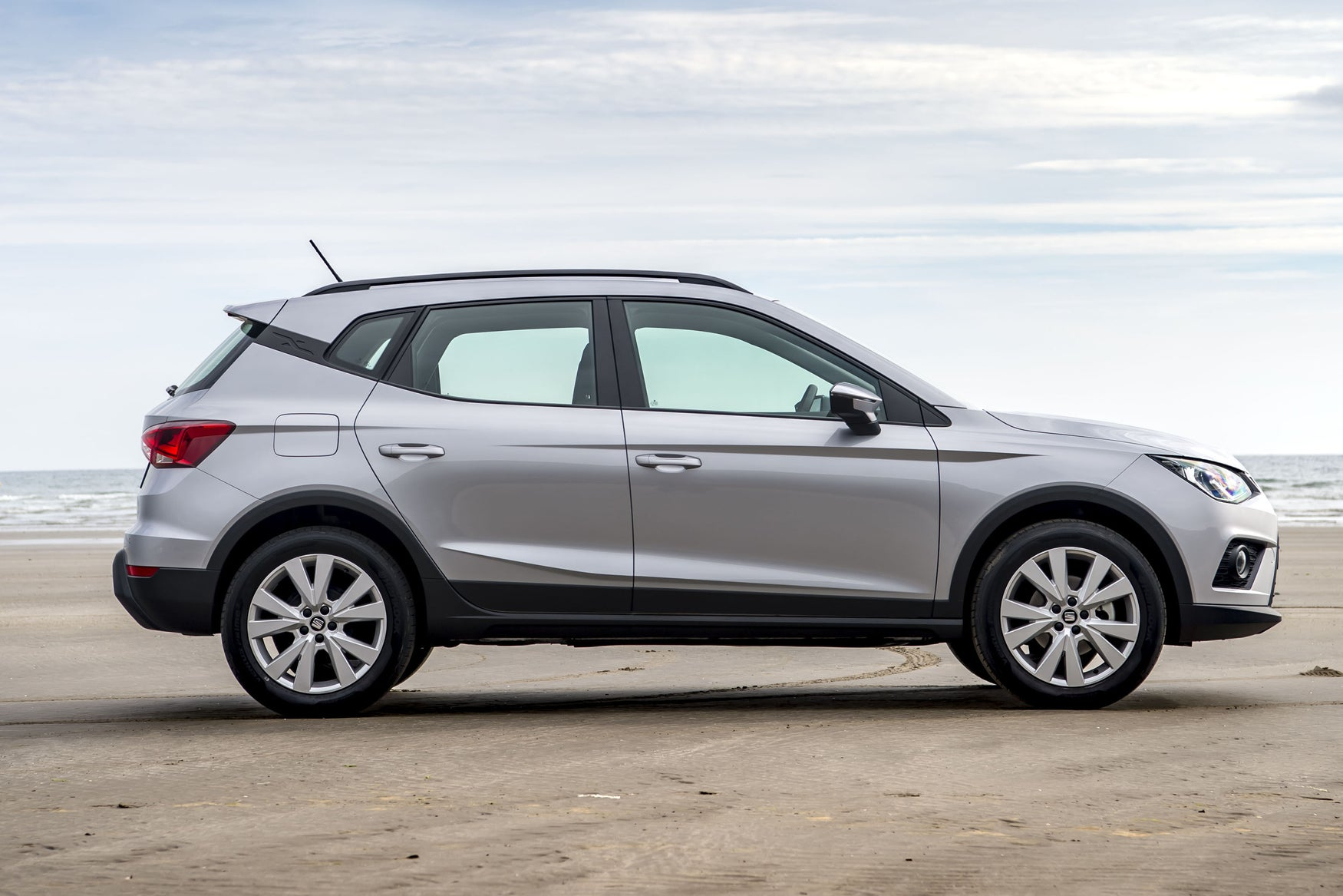 SEAT Arona Right Side View