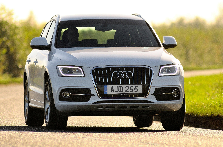 Audi Q5 Driving