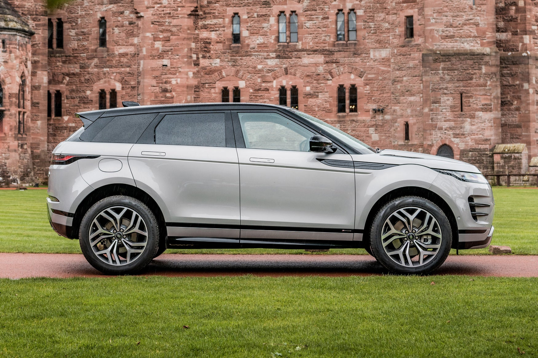 Range Rover Evoque 2019 right exterior