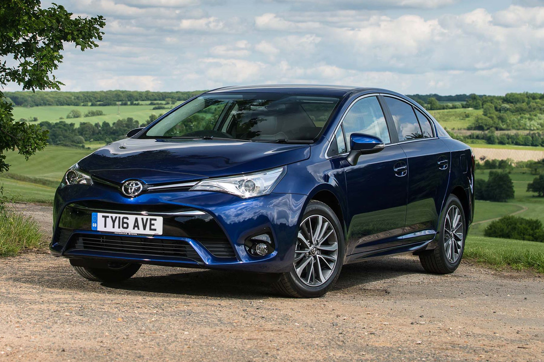 Toyota Avensis Front Side View