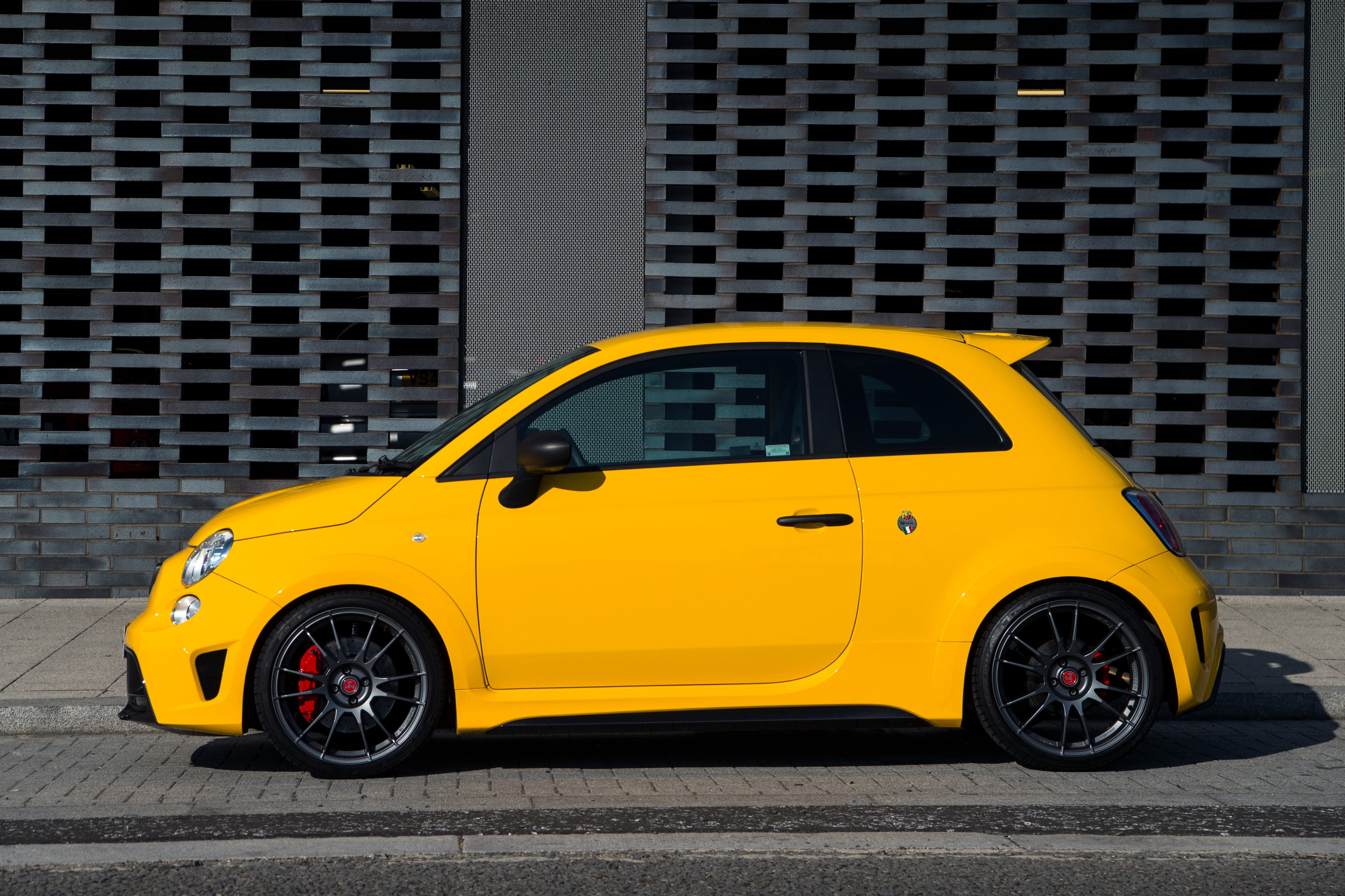 Abarth 695 Exterior Side