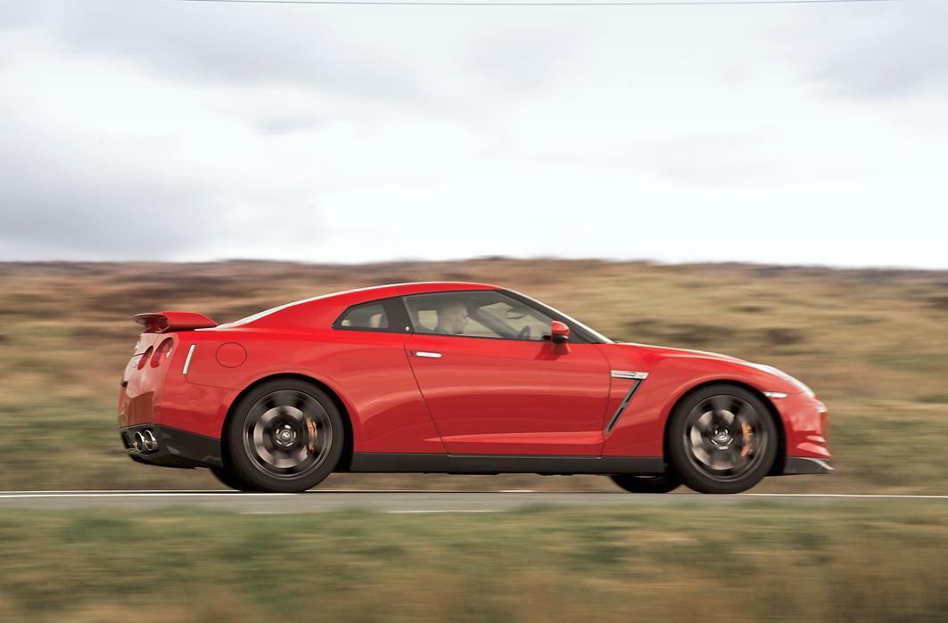 Nissan GT-R 10 rightside exterior