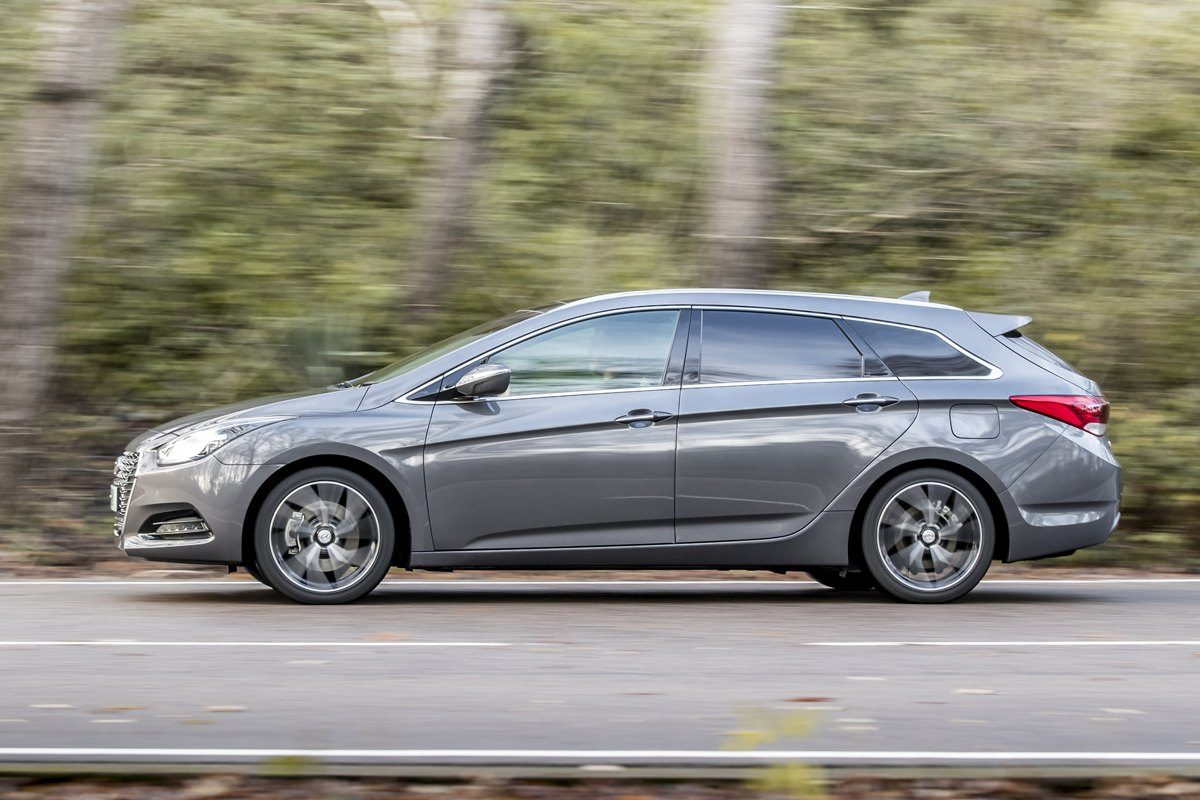Hyundai i40 Tourer driving