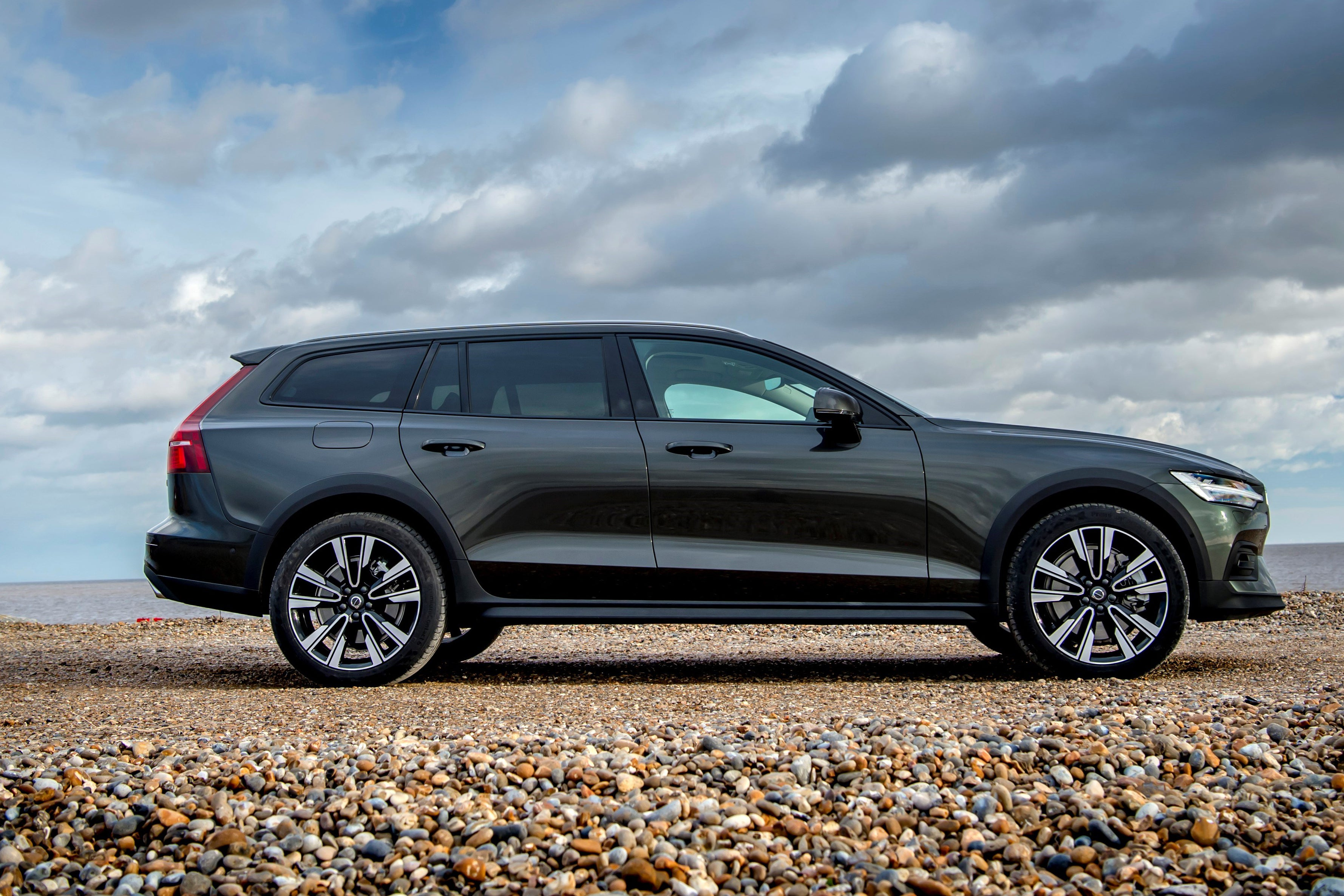 Volvo V60 Cross Country Right Side View