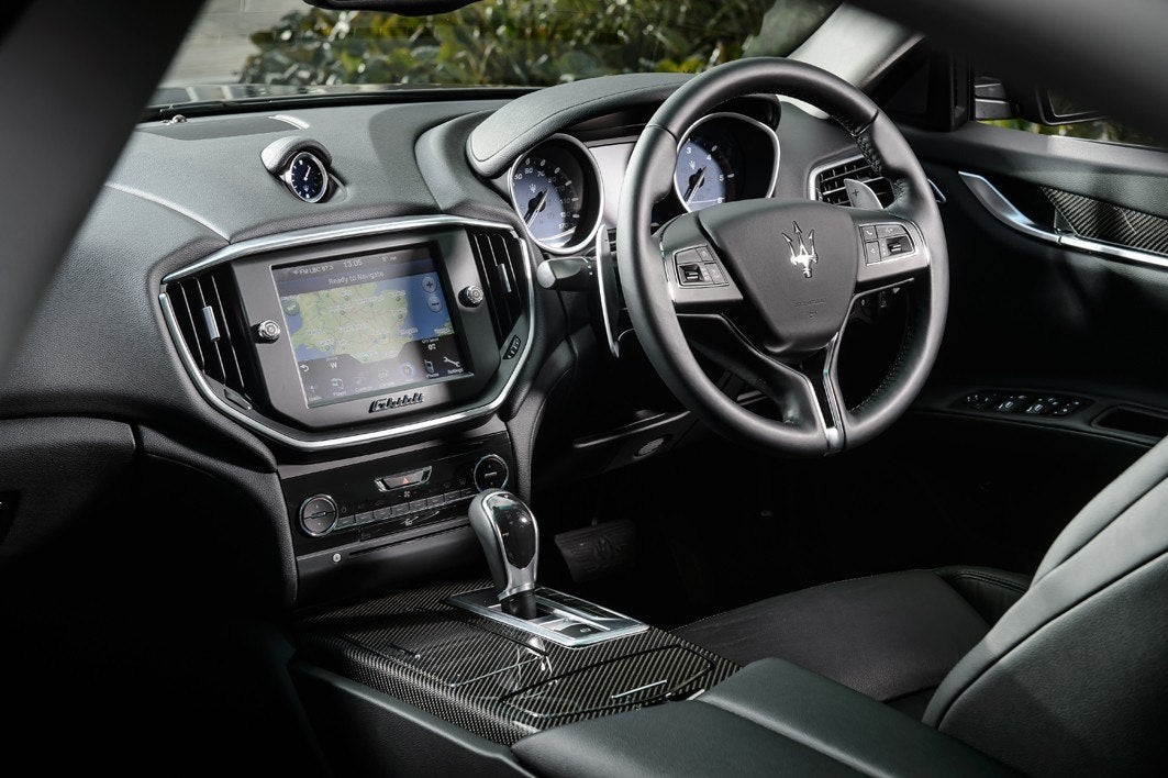 Maserati Ghibli front interior