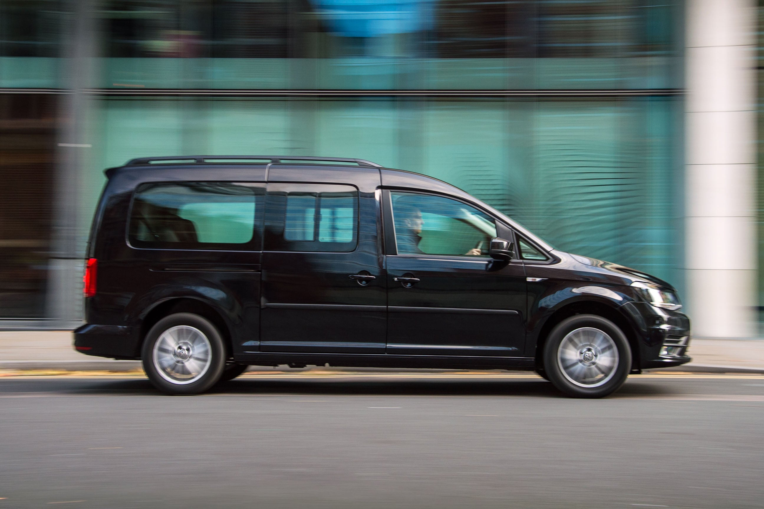 Volkswagen Caddy Maxi Life Right Side View