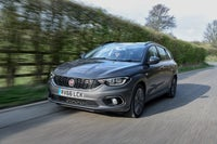 Fiat Tipo SW driving