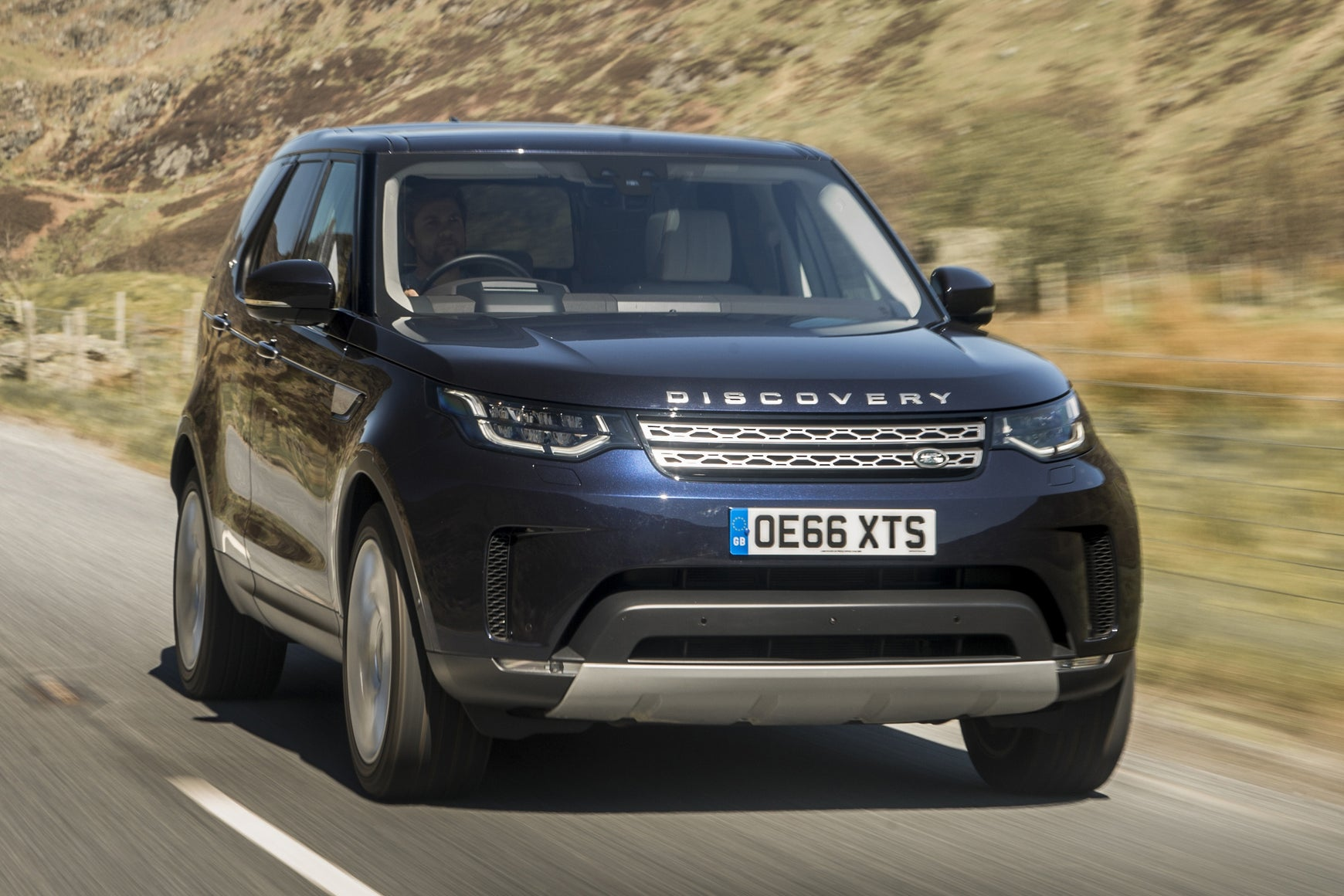 Land Rover Discovery  2017 frontright exterior