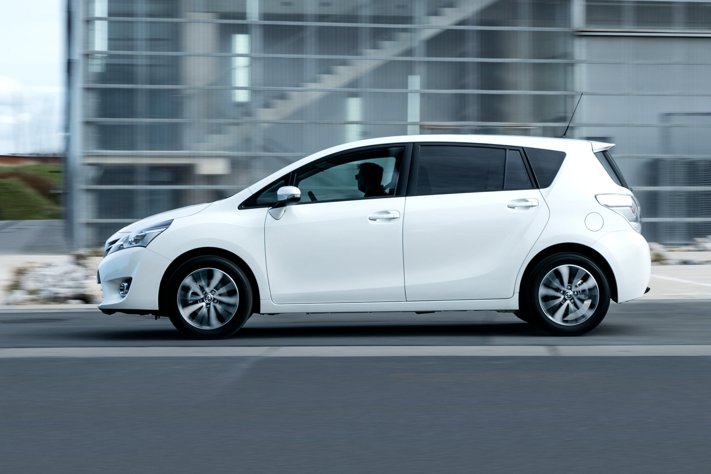 Toyota Verso Left Side View
