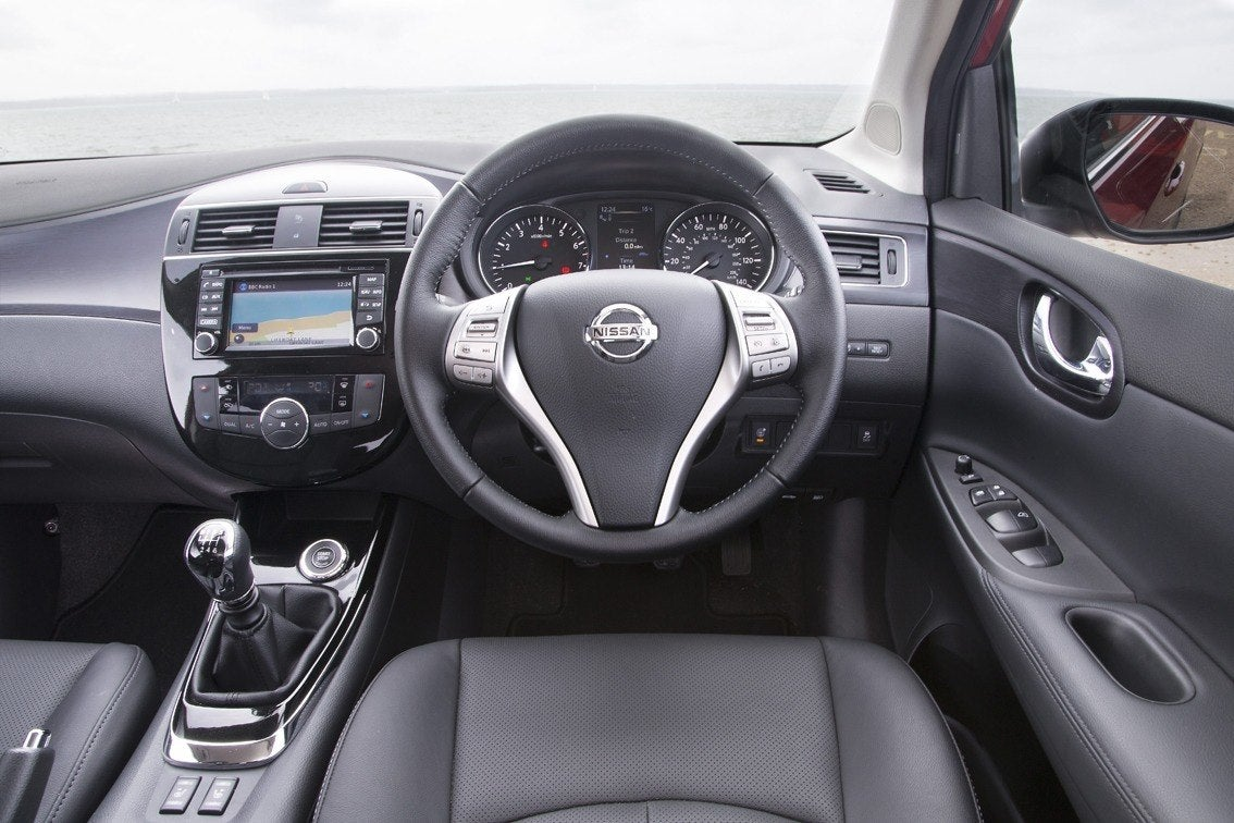 Nissan Pulsar front interior