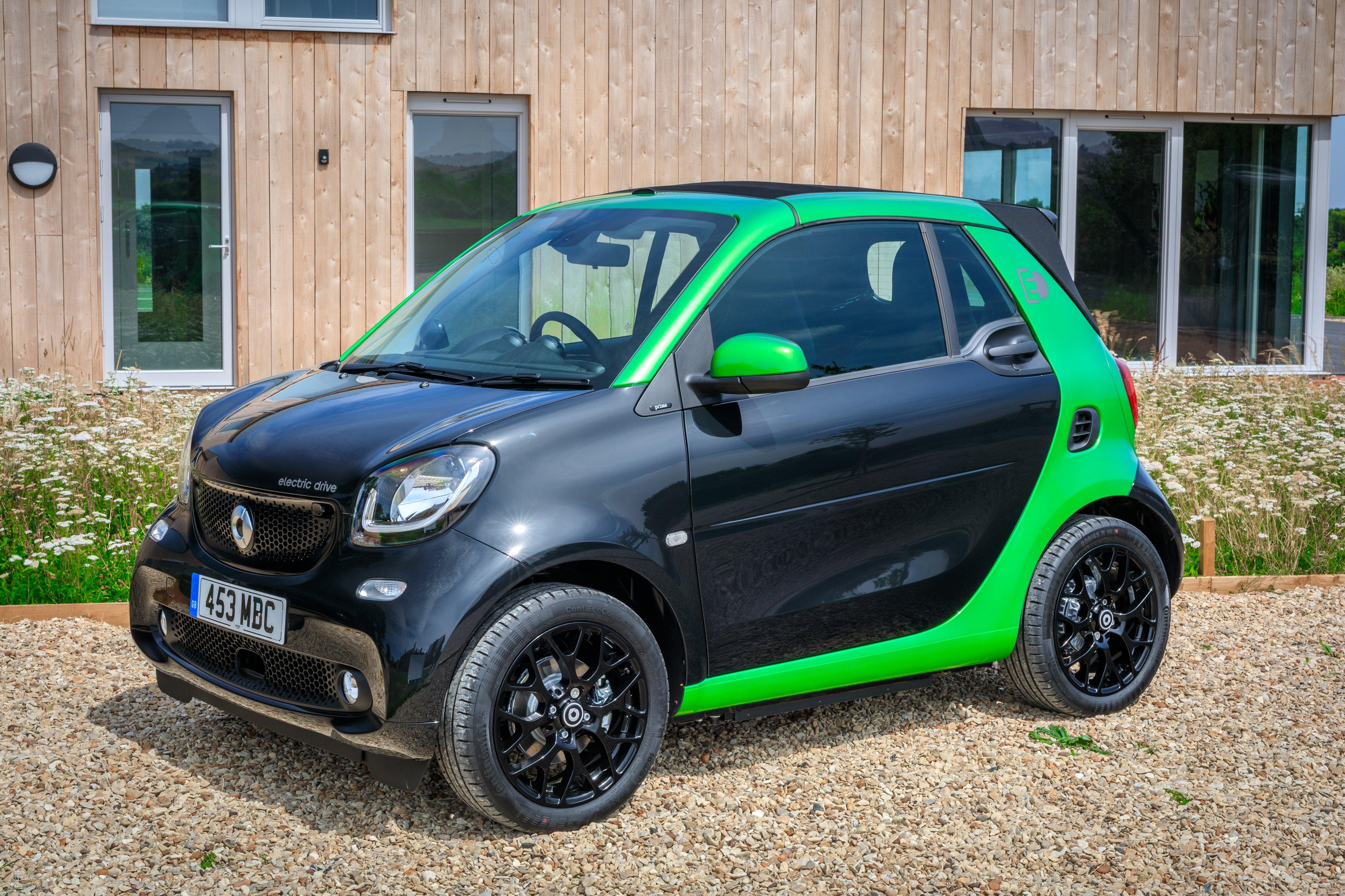 Smart EQ Fortwo Cabrio green and black