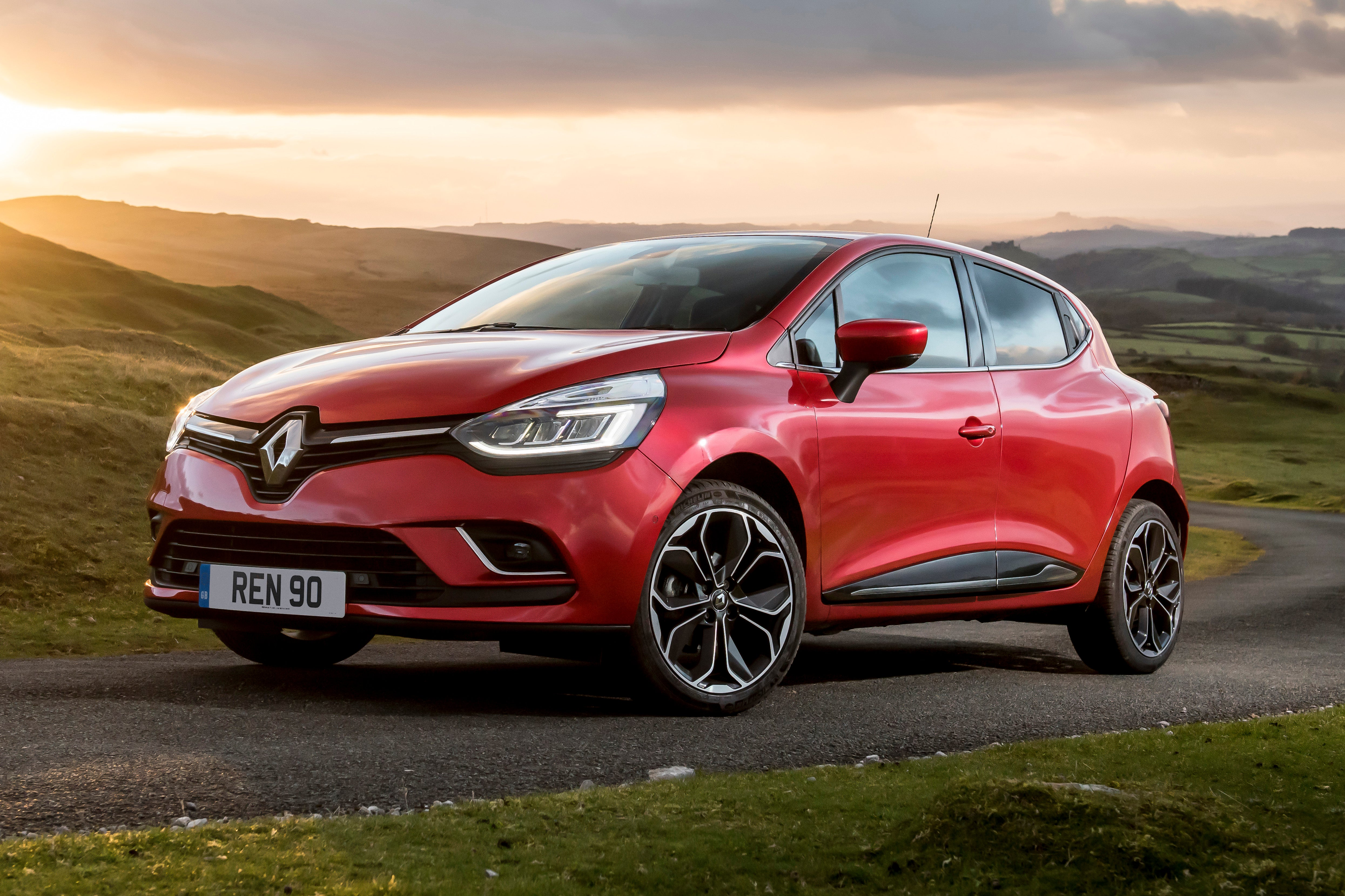 Renault Clio Front Side View