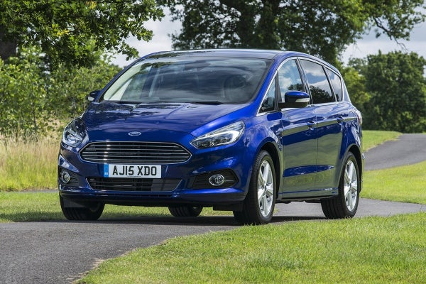 Ford S-MAX Driving