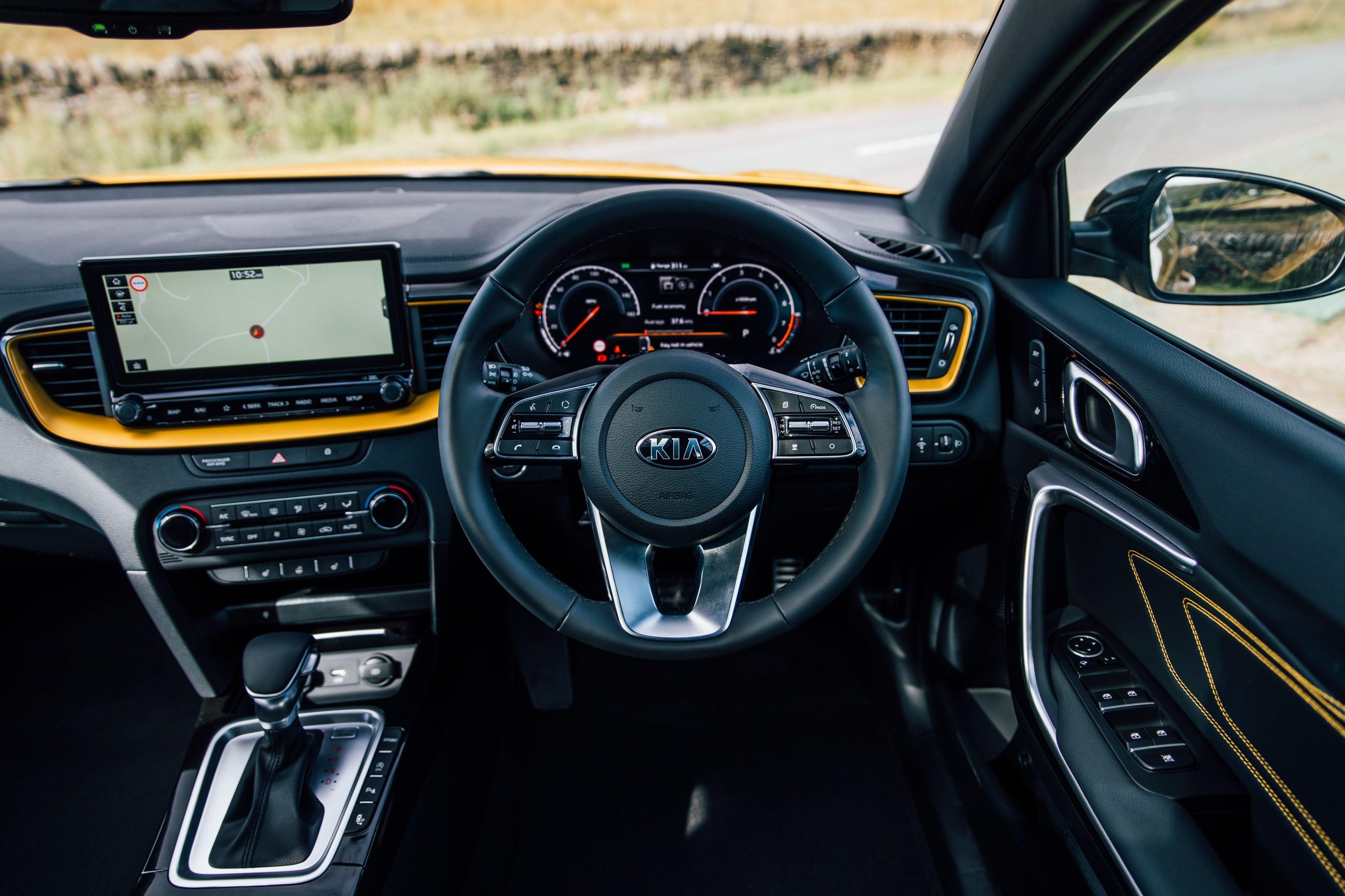 Kia XCeed (2019) front interior
