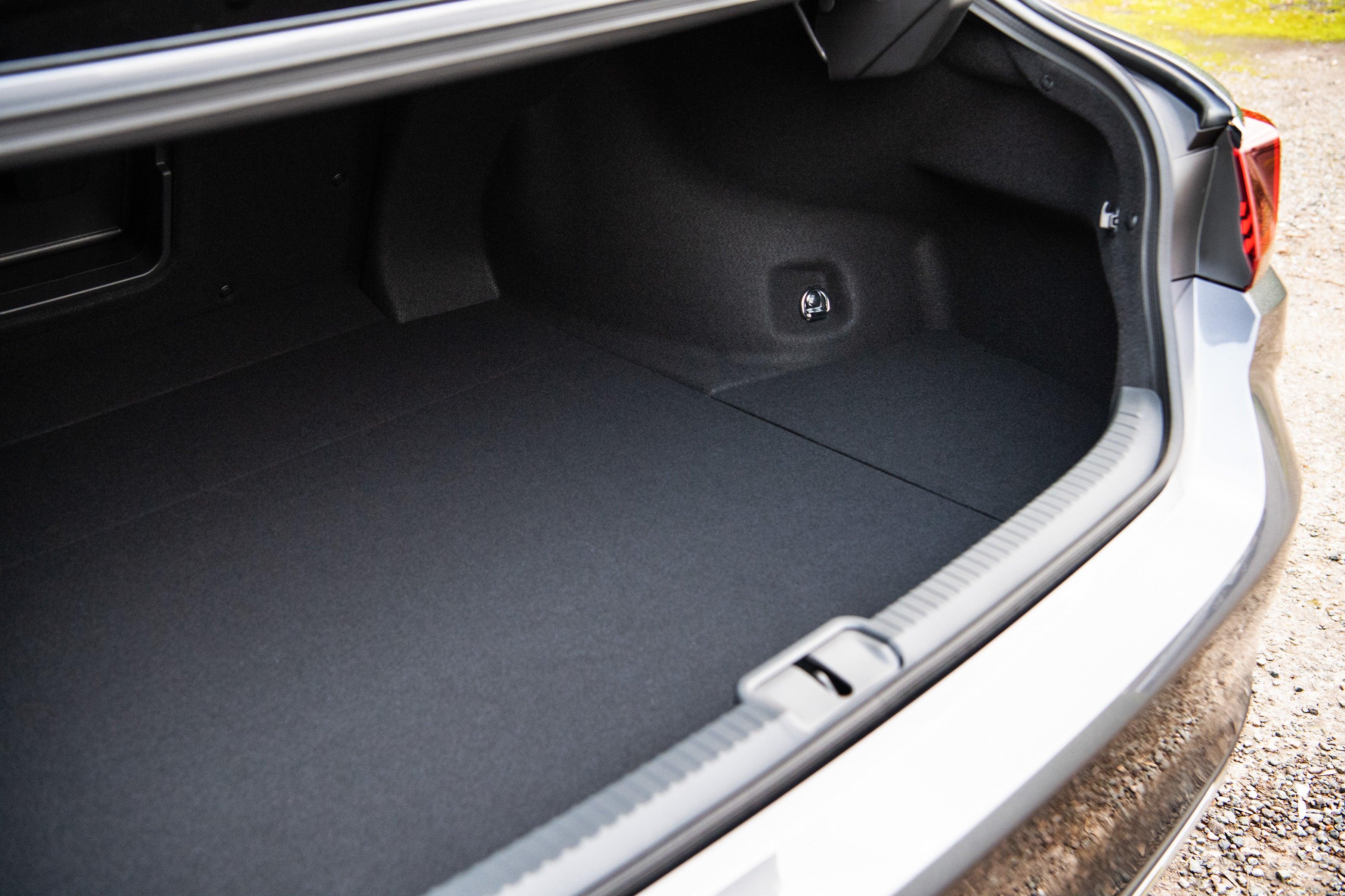 Lexus ES boot open