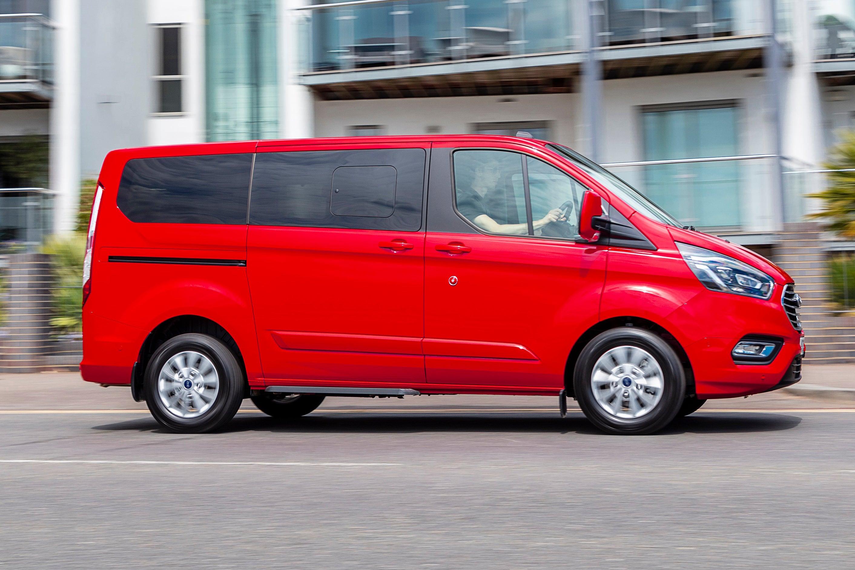 Ford Tourneo Custom PHEV driving