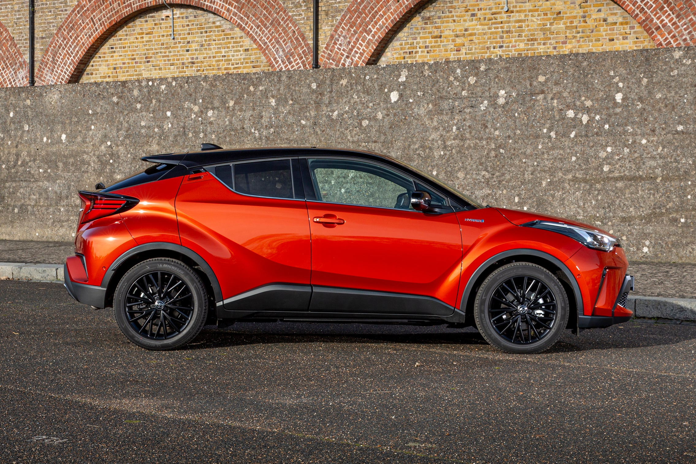 Toyota C-HR Right Side View