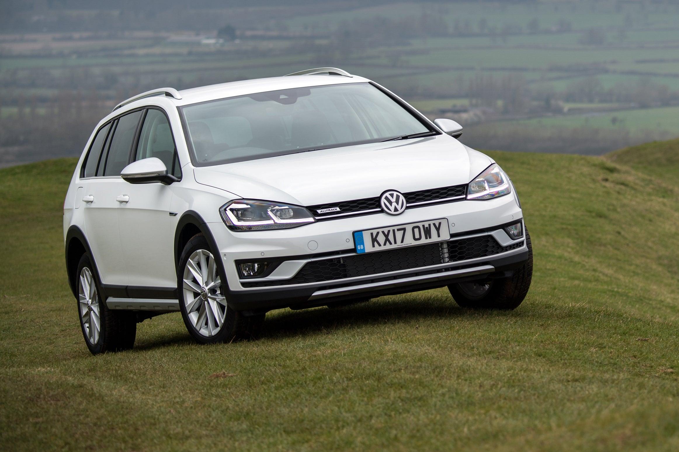 Volkswagen Golf Alltrack Front Side View
