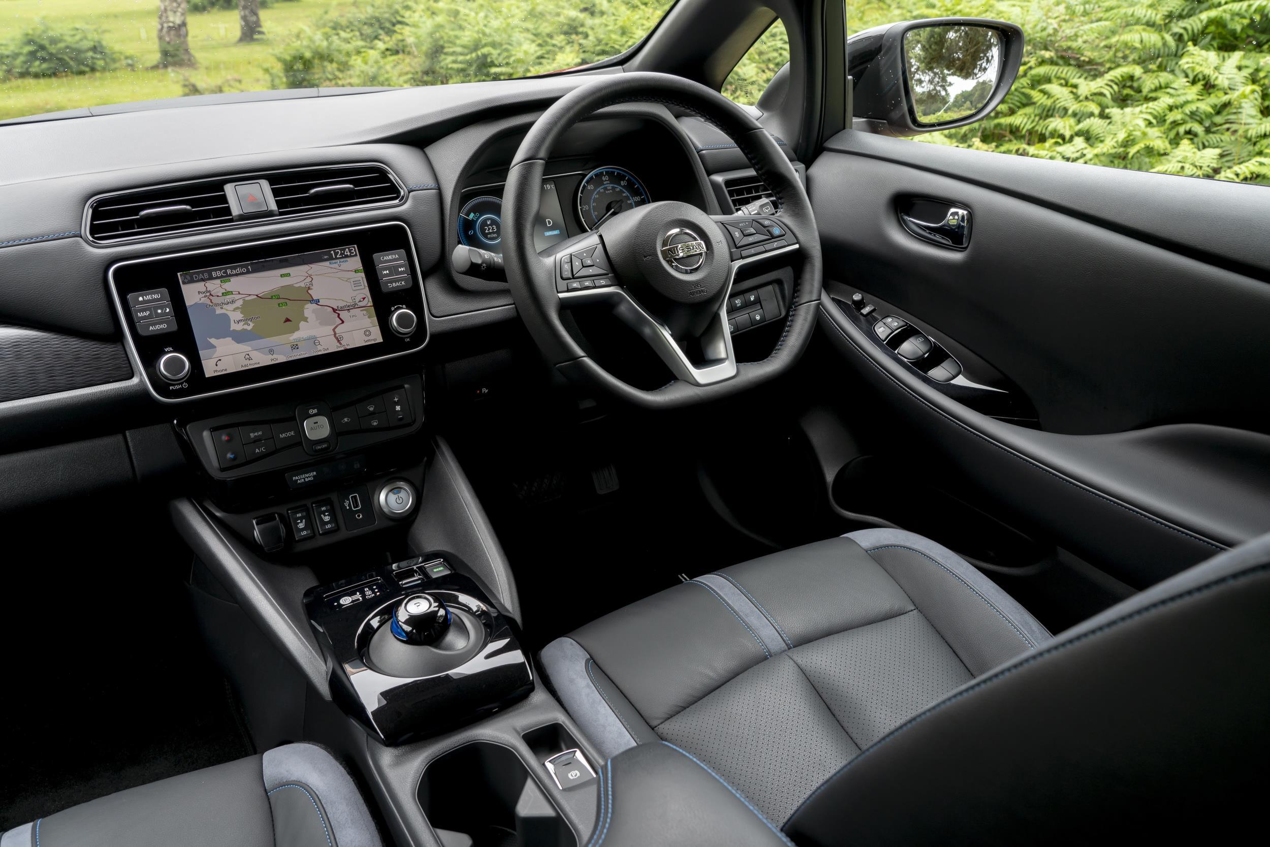 Nissan Leaf 2018 front interior
