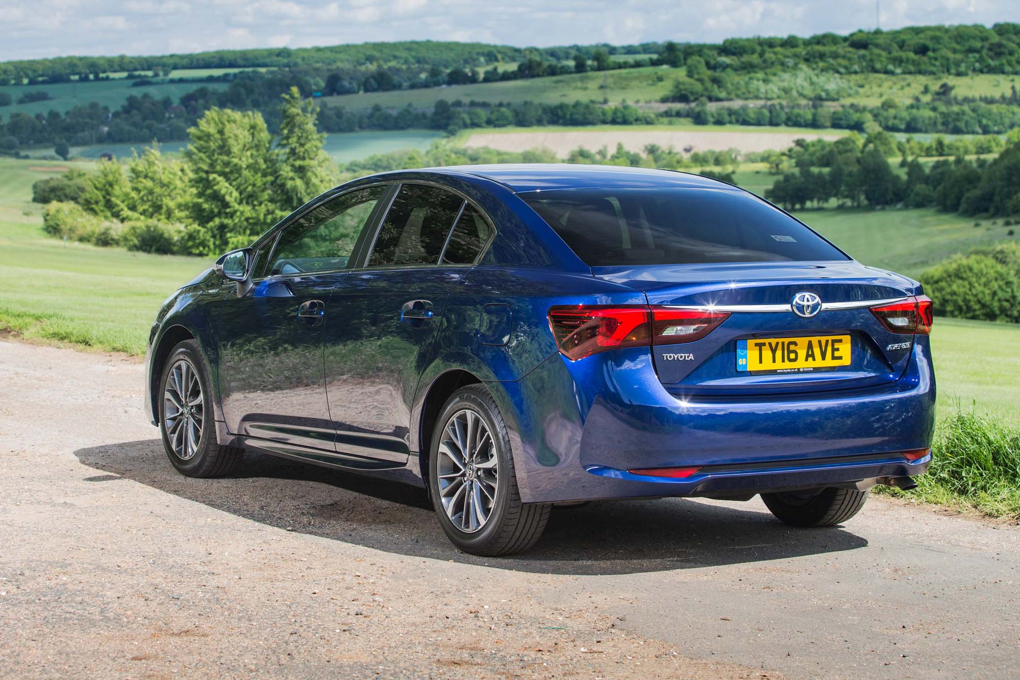 Toyota Avensis Rear Side View