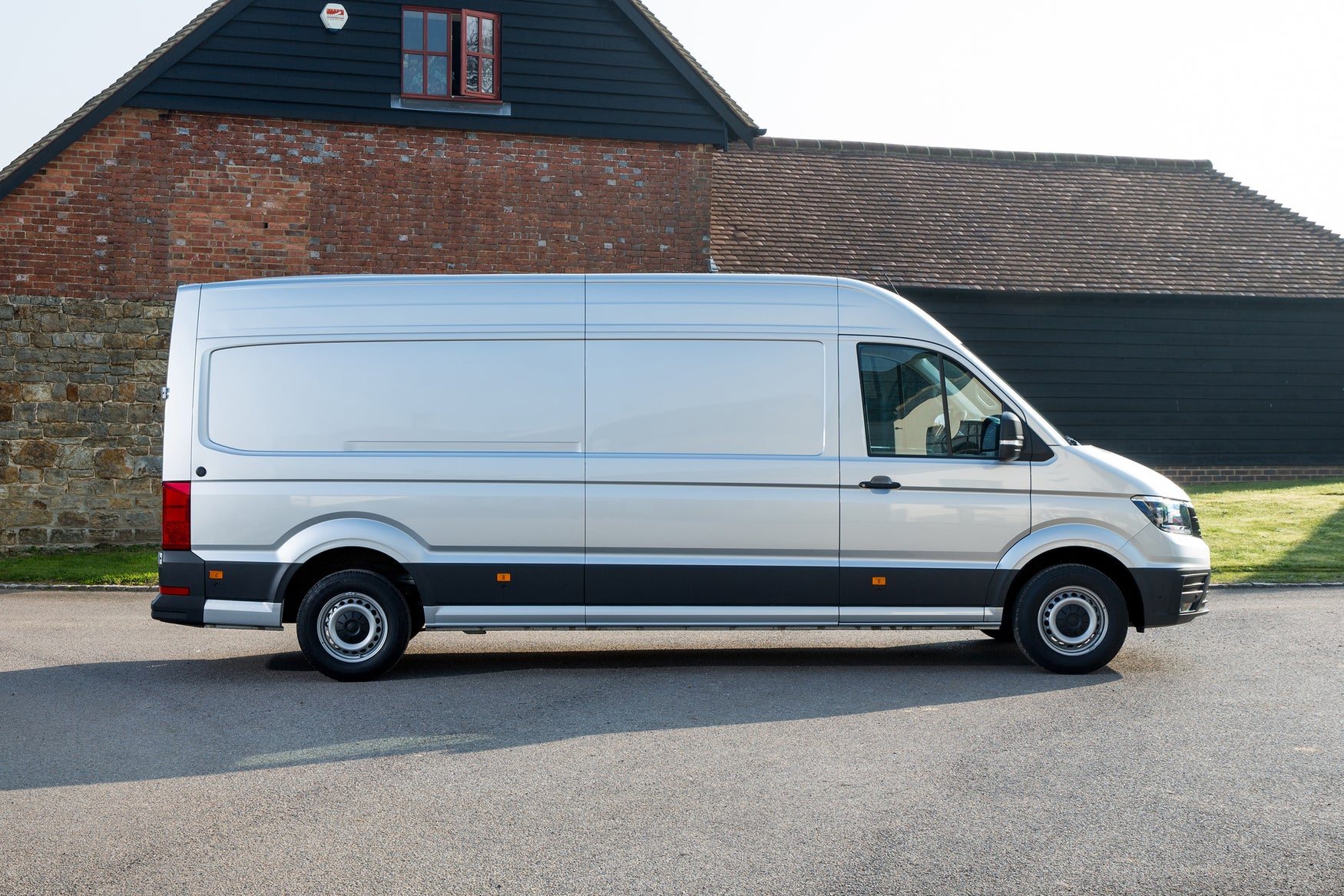 Volkswagen Crafter Right Side View
