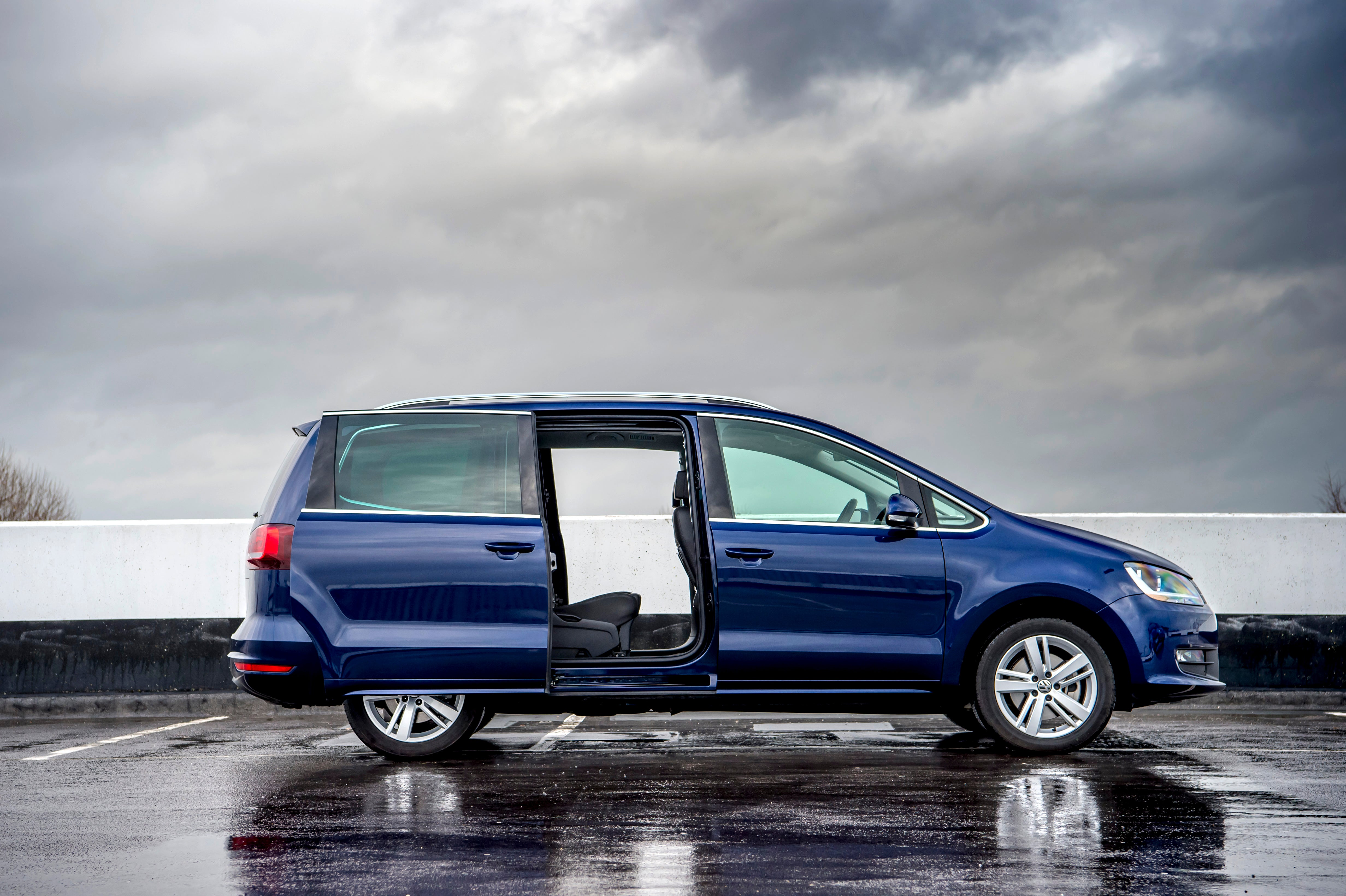 Volkswagen Sharan Right Side View