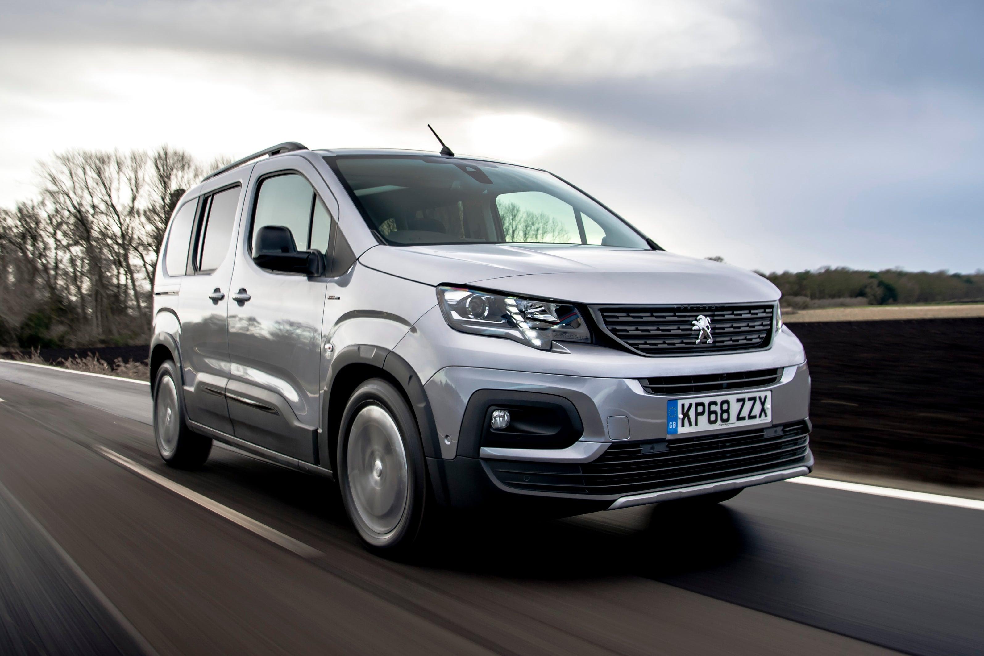 Peugeot Rifter driving